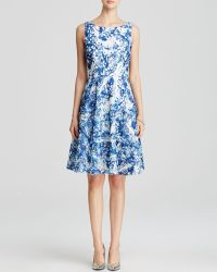 Vera Wang Dress - Sleeveless Printed Lace blue - Lyst