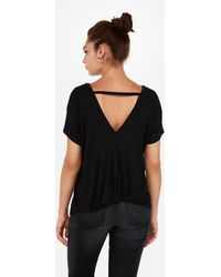 a0d142730059fc Express - One Eleven Twist V-back London Tee Black - Lyst