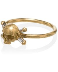 Polly Wales - 18k Yellow Gold Skull With Diamond Baguette Cross Bones Ring - Lyst