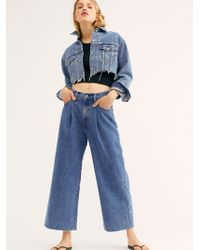 Free People - Levi's Ribcage Pleated Crop Jeans - Lyst