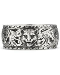 Gucci - Anello sottile in argento con dettaglio felino - Lyst