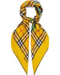Burberry - Foulard carré en soie à motif Vintage check - Lyst 96f9ab5c740