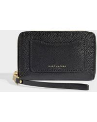 73679a4629fb Lyst - Marc By Marc Jacobs Black Too Hot To Handle Long Trifold ...