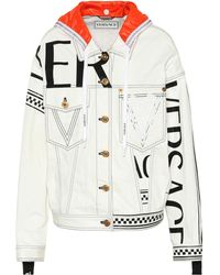 Versace - Chaqueta vaquera con capucha y logo - Lyst