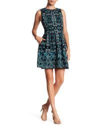 Vince Camuto - Printed Sleeveless Pleat Dress - Lyst