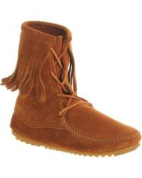 Minnetonka Tramper Tassle Ank Bt - Brown