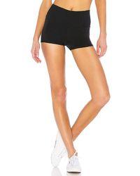 Alo Yoga - Aura Short In Black - Lyst