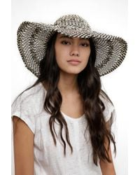South Moon Under - Open Weave Black And White Straw Floppy Hat - Lyst