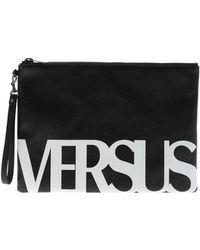 Versus - Pochette nera con stampa logo bianca - Lyst