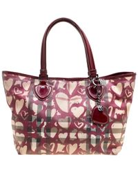 Burberry - Burgundy Supernova Heart Check Coated Canvas And Patent Leather Large Tote - Lyst