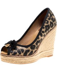 6cfb6477c40 Tory Burch - Beige  Animal Print Raffia And Fabric Jackie Wedges Court  Shoes - Lyst