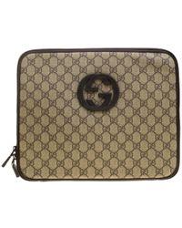 c0ebf8325344bb Gucci - Beige GG Supreme Canvas Interlocking GG Netbook Case - Lyst