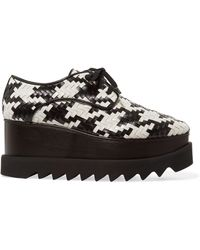 d06aaa324b3 Stella McCartney - Two-tone Woven Faux Leather Platform Brogues - Lyst