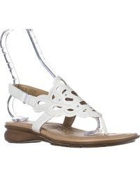 Naturalizer - Jade Thong Round Toe Sandals - Lyst