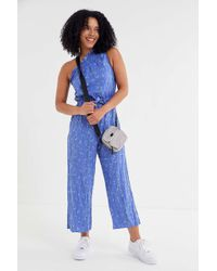 35b27748cf88 Urban Outfitters - Uo Miami Crinkle Linen One-shoulder Jumpsuit - Lyst