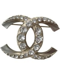 Chanel - Pre-owned Gold Metal Pins & Brooches - Lyst