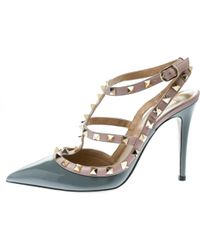 25bc38a7074b Lyst - Valentino Rockstud 65 Patent-leather Courts in Gray