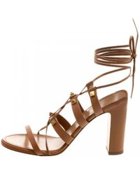 5b340e6cdc Valentino Rockstud Chunky-Heel Leather Sandals in Natural - Lyst