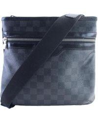 À découvrir   Sacs messager Louis Vuitton homme à partir de 220 € ce899c7103f