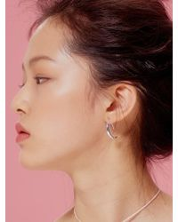 VIOLLINA - Crescent Moon Silver Earring - Lyst