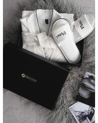 W Concept [gift Set] White Shower Gown+ Slipper Set