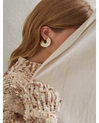 Low Classic - C Wrinkle Earring Gold - Lyst