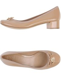 6ac3f395ac0 Lyst - Women s Tory Burch Low and mid heels On Sale