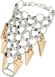 Topshop Link and Arrow Hand Chain - Lyst