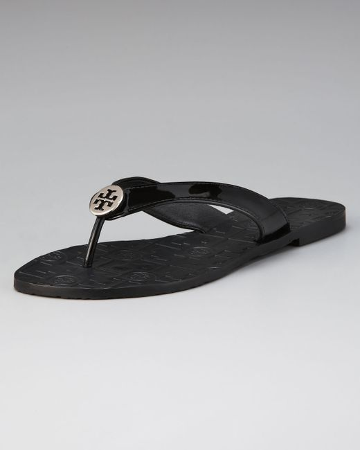 Tory Burch Thora Patent Leather Thong Sandal In Black