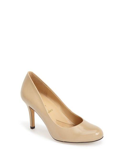 Trotters | Natural 'signature Gigi' Round Toe Pump | Lyst