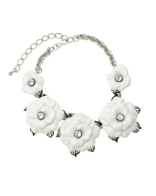 Kenneth Jay Lane | Metallic White Graduating Flower Necklace | Lyst