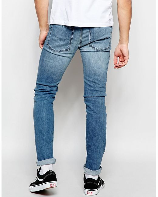 The Classic High Waist Skinny Jeans feature a light wash, 2 back pockets, 2 faux front pockets, a zip fly closure, and are available in Curve. Providing a seamless transition from day to night, these jeans are a wardrobe essential.