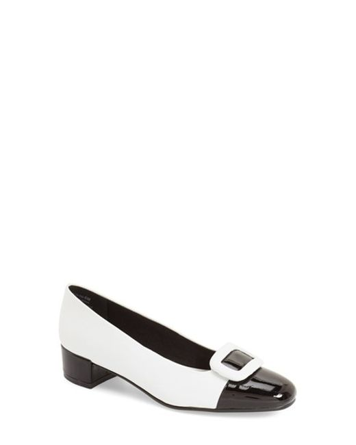 David Tate | Gray 'retro' Round Toe Pump | Lyst