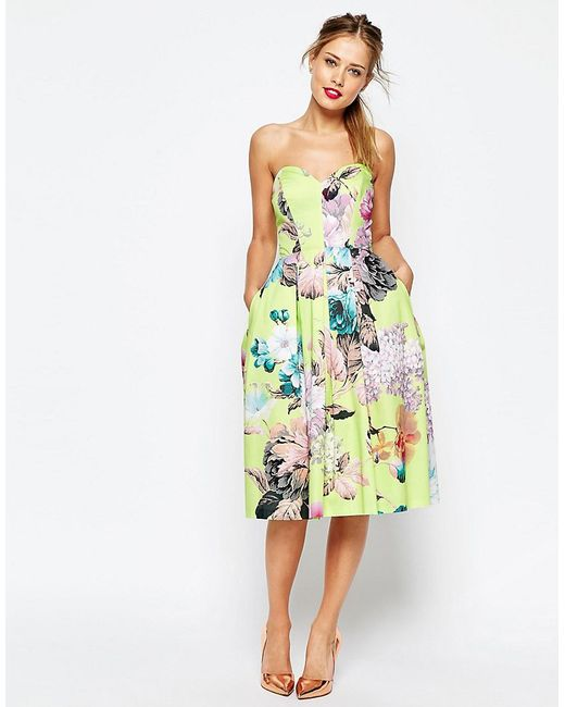 This lime tie neck dress has a gorgeous floral print and split sleeves that billow beautifully when you move and a side split hem for a feminine touch.