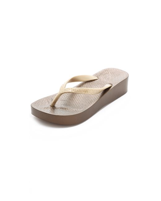 Ipanema | Metallic Wedge Flip Flops | Lyst