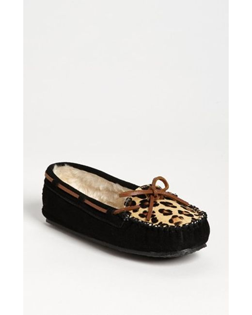 Minnetonka | Black 'cally' Slipper | Lyst
