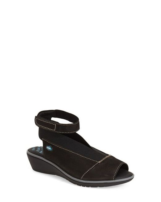 Cloud | Black Saucy Ankle-Strap Wedges | Lyst
