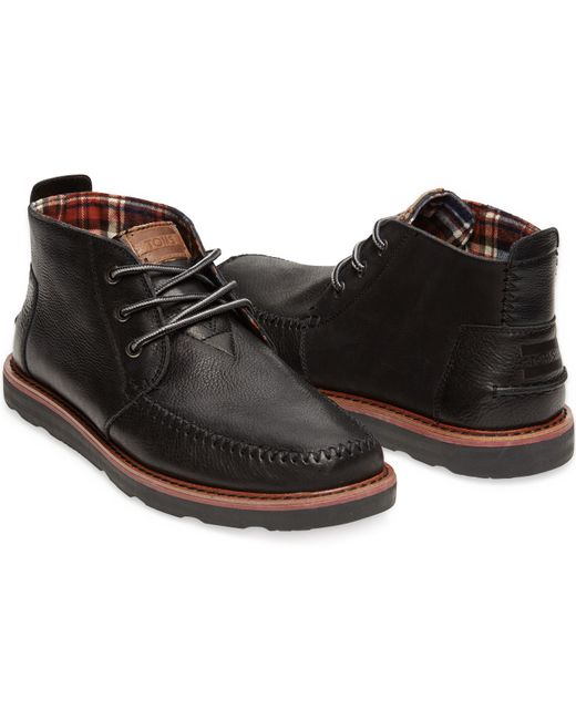 toms black grain leather s chukka boots in black