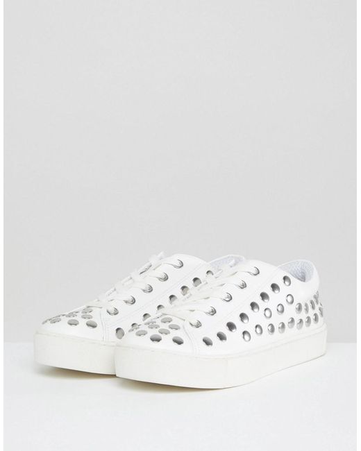Stud Detail Trainer - White Monki rASyrC