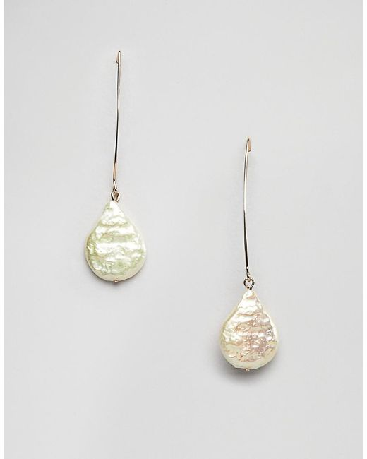 ASOS - Metallic Pull Through Earrings With Faux Freshwater Pearls In Gold - Lyst