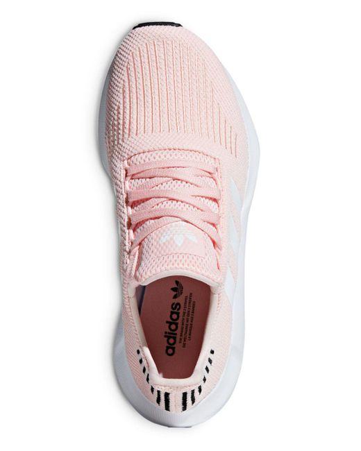 lyst adidas donne a swift run allacciarsi le scarpe da ginnastica in rosa