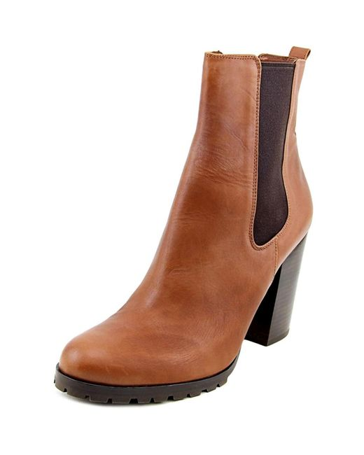 Gorgeous Women's Shoes Australia wide, complemented by the most stylish accessories. Check out Novo Shoes Online, including Boots, Heels, Flats & Wedges.