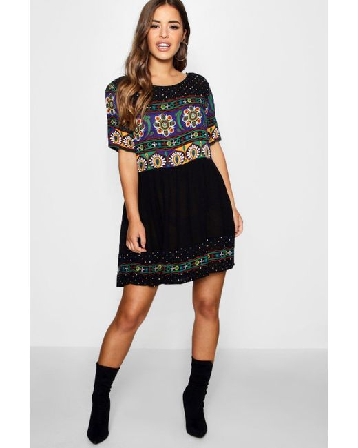 Boohoo - Black Petite Retro Print Smock Dress - Lyst