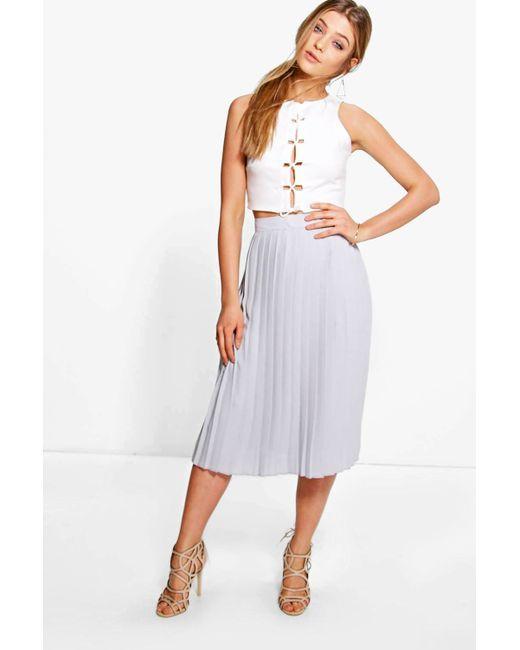 boohoo aura chiffon pleated midi skirt in gray lyst
