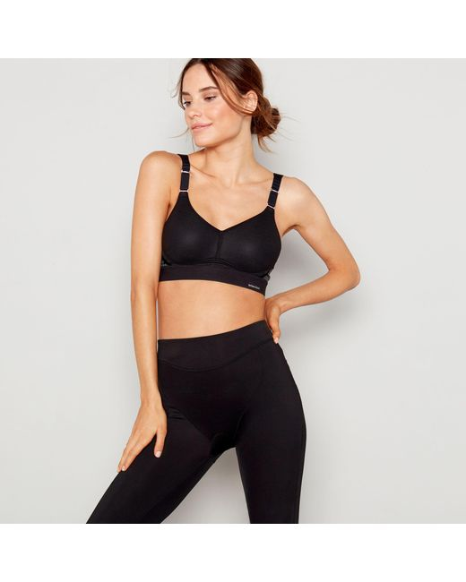 979047a3b566c Triumph Black  triaction Hybrid  Non-wired Padded Sports Bra in ...