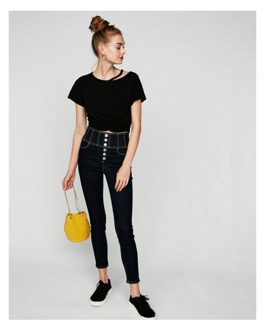 cd6b58970da68 Lyst - Express One Eleven Twist Front Cropped Tee in Black