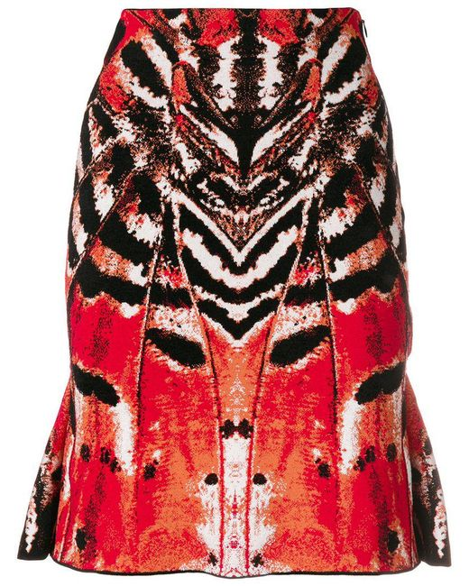 fce765138a74 Lyst - Alexander McQueen Printed Straight Skirt in Red - Save 32%