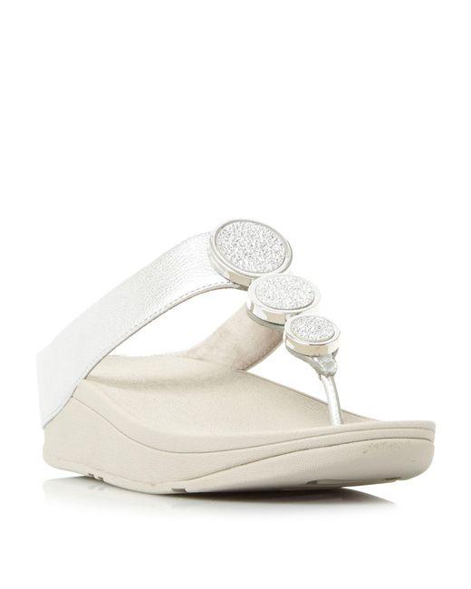 Fitflop | Metallic Halo Metal Trim Toepost Wedge Sandals | Lyst