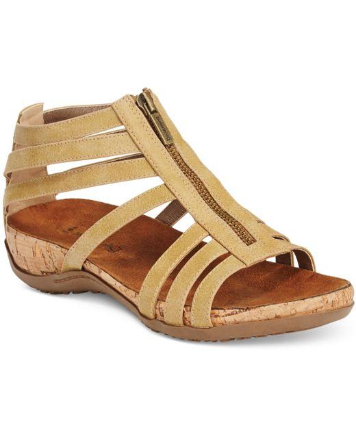 Bearpaw Layla Flat Sandals In Beige Tan Lyst