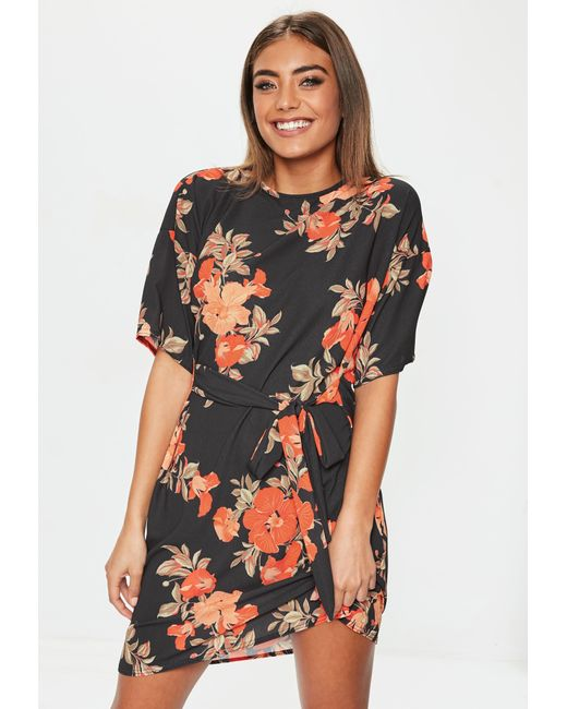 e361b9710d47a Lyst - Missguided Black Tie Front Floral Shift Dress in Black